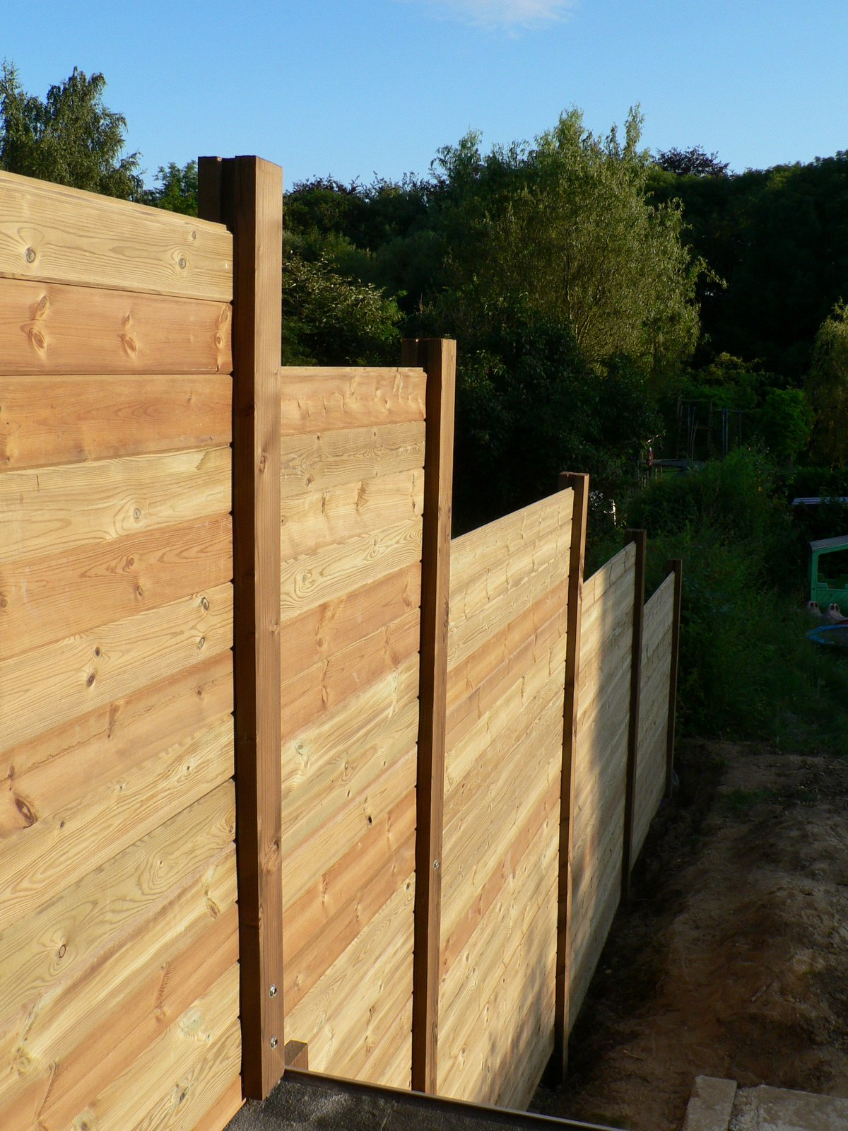 Ons huisje: houten tuinafscheiding