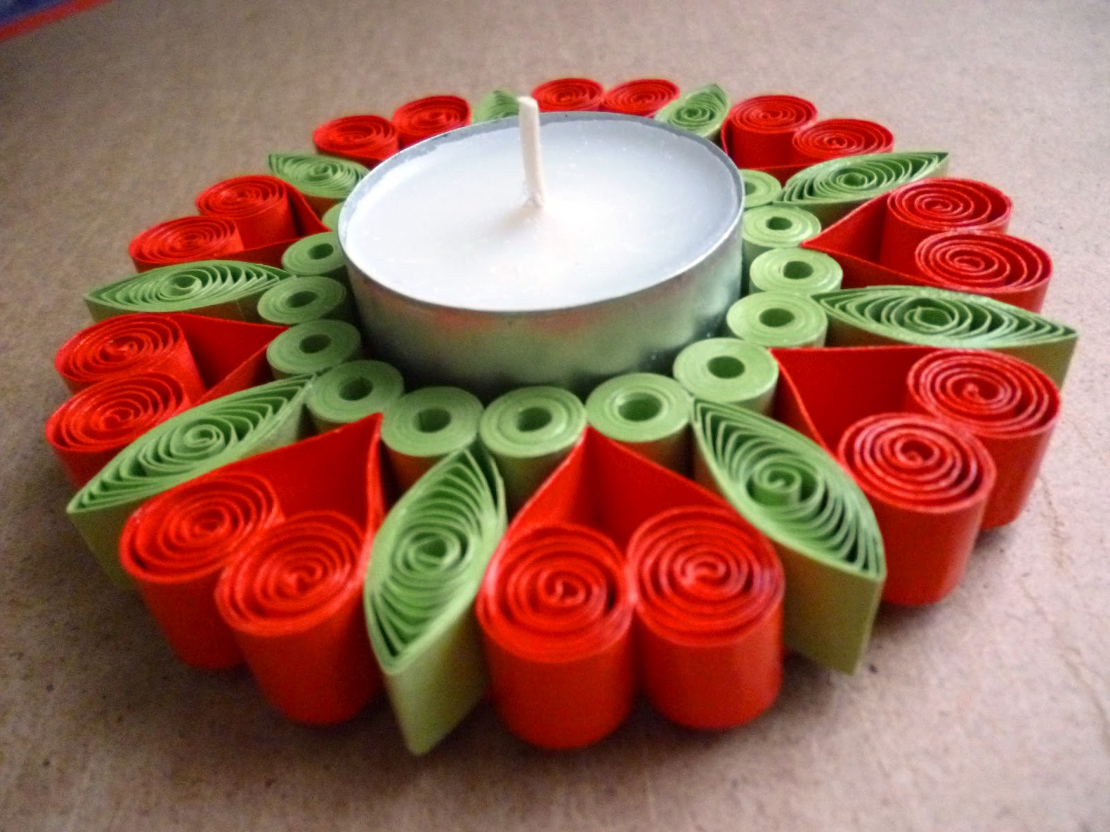 Pap rvil g quilling gyertyatart quilled candle holder for Quilling craft ideas