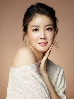 Foto dan Profil Lee Si-young berperan sebagai Yoon Hae-raNaughty Kiss