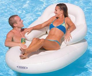 Bojen Pool ist Spaß für alle Altersgruppen