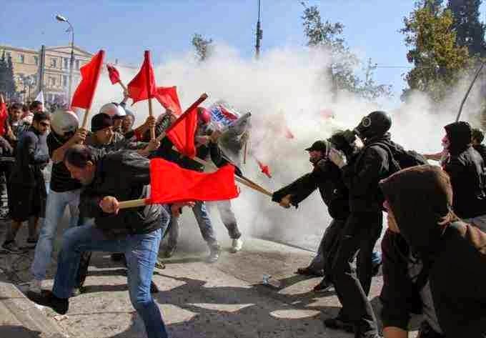 Συντροφικά μαχαιρώματα Συριζαίων - Κκέδων για την συμφωνία της… Βάρκιζας!