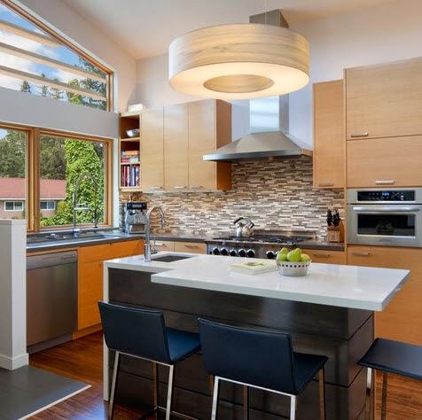 Peque a cocina con barra en color blanco - Fotos de disenos de cocinas pequenas ...