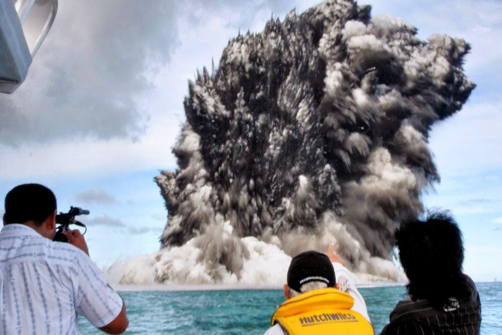 Undersea Volcano Eruption Near Tonga - Unbelievable Info