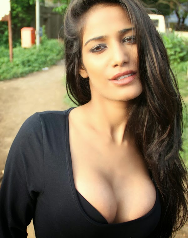Poonam Pandey Hot boobs pics