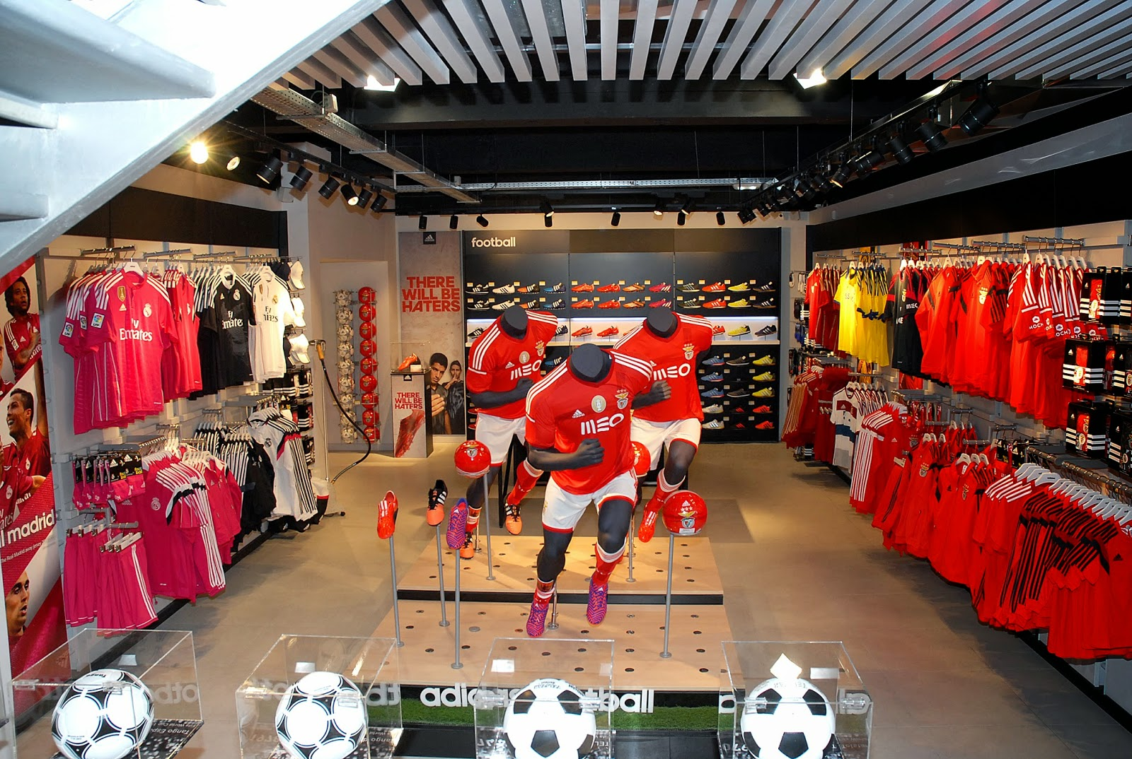 Gravata sem regras opening new megastore adidas in lisbon for Piso 0 inferior estadio da luz