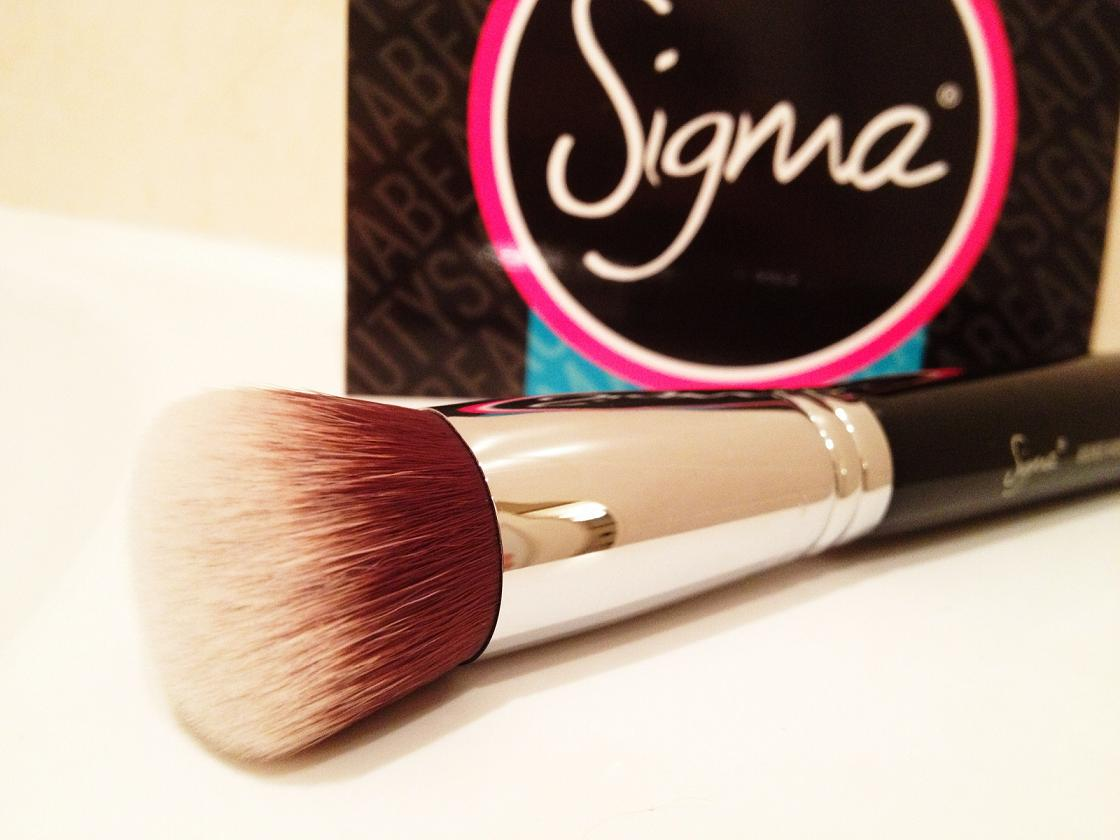 Sigma Beauty Kabuki Brush