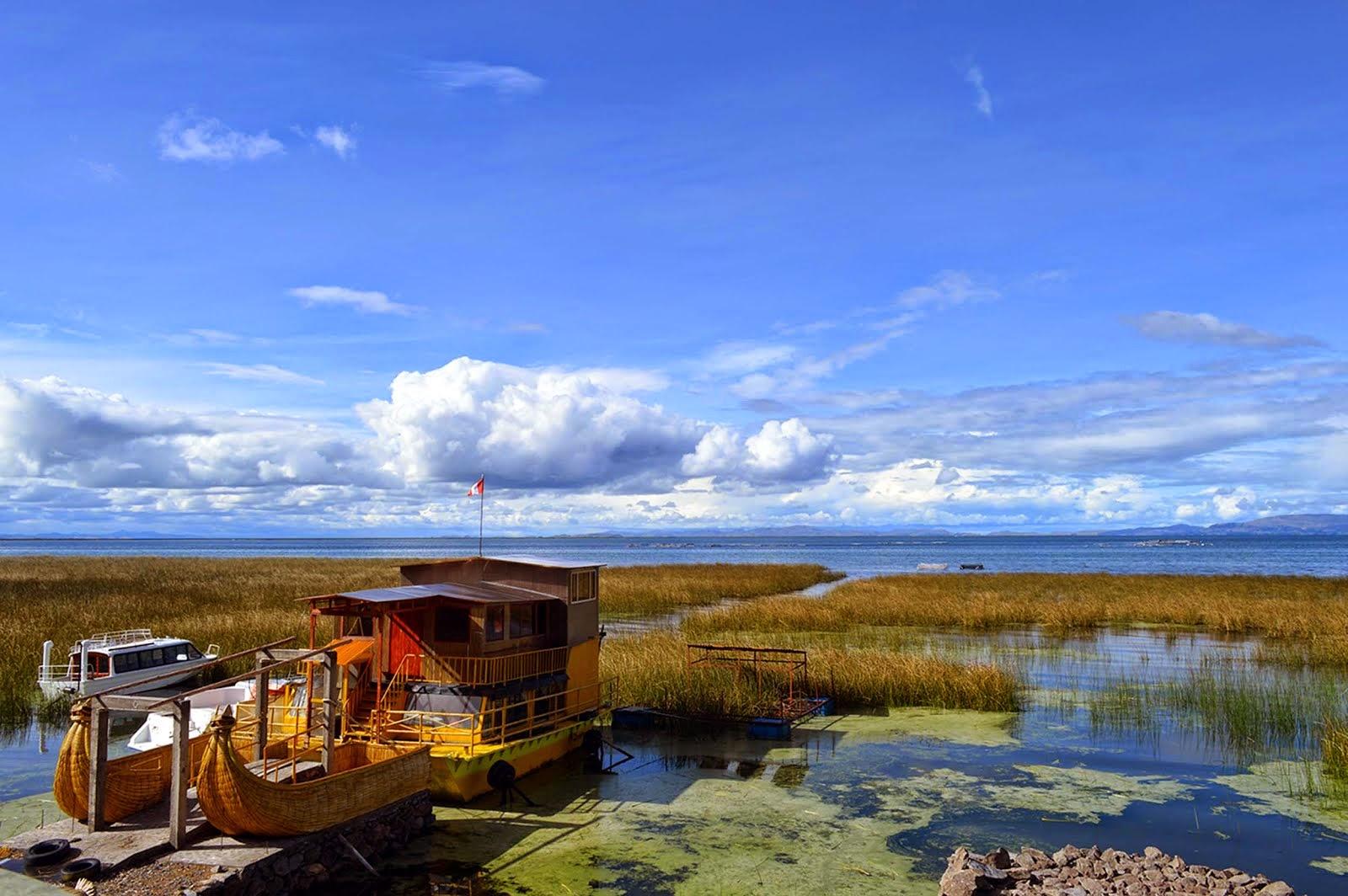 FONDO PANTALLA: Balsa Catamarán en Yacht Lago Titicaca que surcará las aguas de la Bahía puneña.