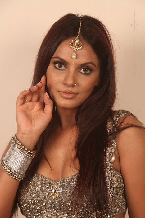 neetu chandra for spicy for settai movie cute stills