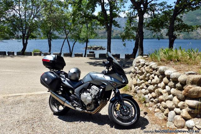 Aparcado en orilla Lago de Sanabria