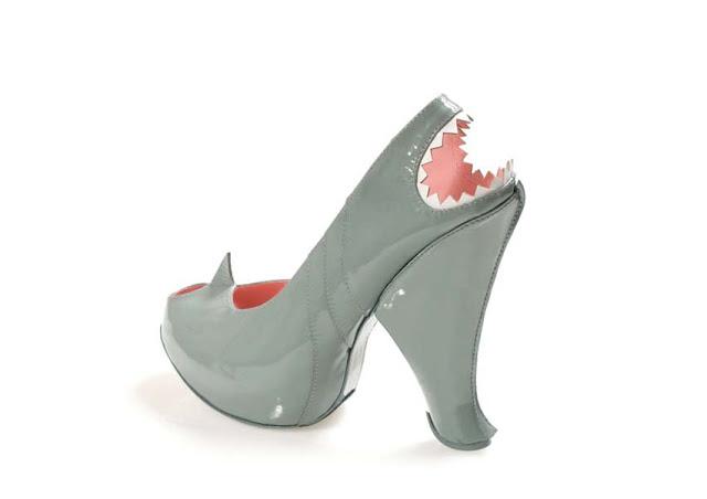 Green_Pear_Diaries_Kobi_Levi_zapatos_carrito_tiburón