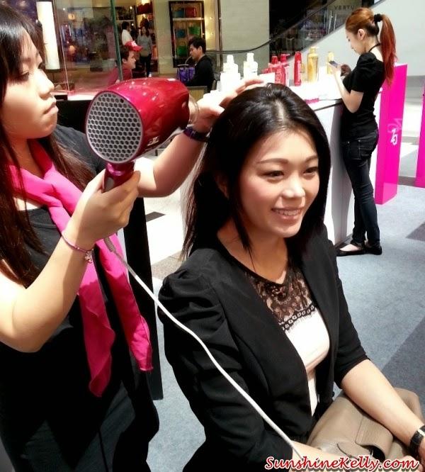Panasonic Beauty, Panasonic Beauty Pore Cleanser, Japan Beauty Week, On Stage presentation, on stage demo, Platinum Ion Hair Dryer