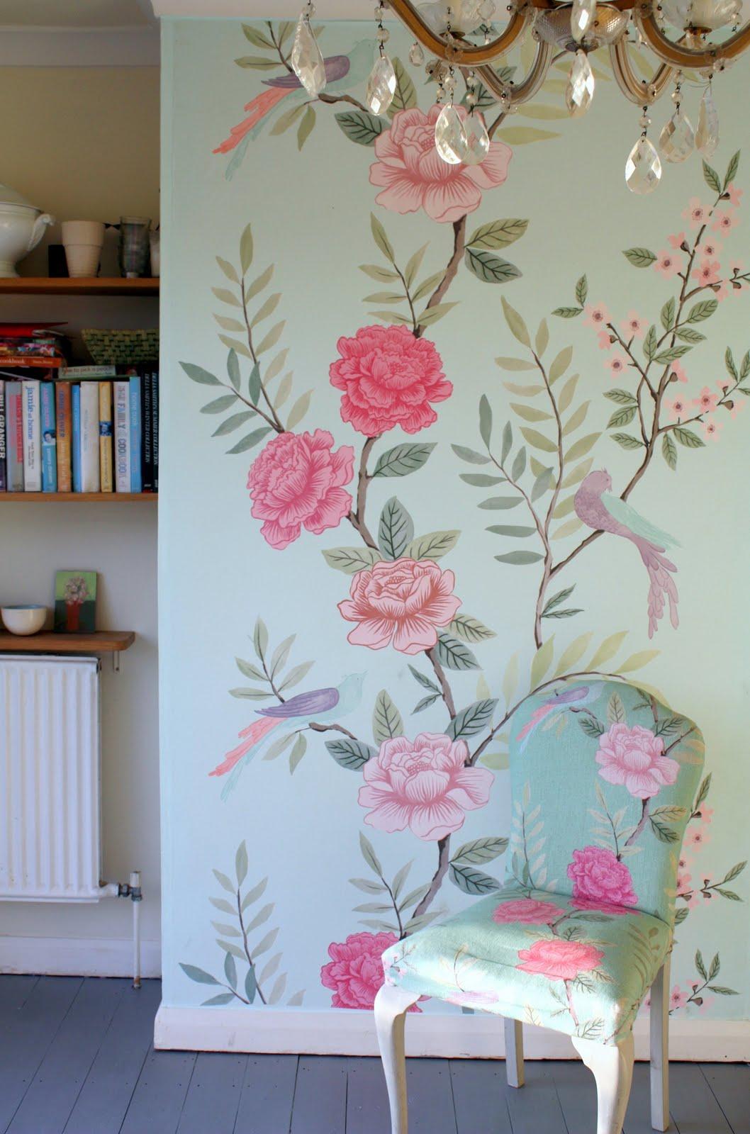 http://1.bp.blogspot.com/-q7py0Kr2rDw/TfTiz0YUdVI/AAAAAAAAEFs/6KlQ9yf1j7o/s1600/luxe+living+chinoiserie+wallpaper+panel+low+res.jpg