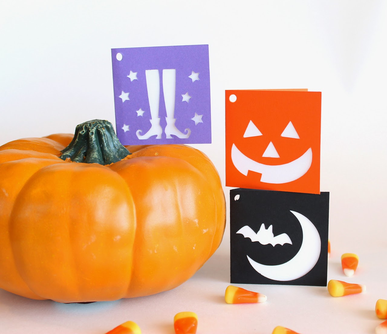 http://www.tiffzippy.com/halloween-folded-gift-tags-pumpkin-set/