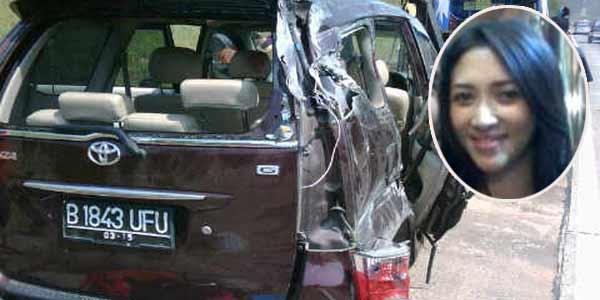 http://1.bp.blogspot.com/-q88HweMR98k/TmICSK3U_bI/AAAAAAAAAMA/vdNquIdJTbU/s1600/mobil_saipul_jamil.jpg