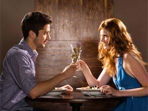 How To Propose Your Girlfriend - Proposal Ideas - man and woman drinking - date - dinner