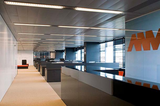 Marzua sede central de la empresa anv en barcelona por ylab - Oficina central de correos barcelona ...