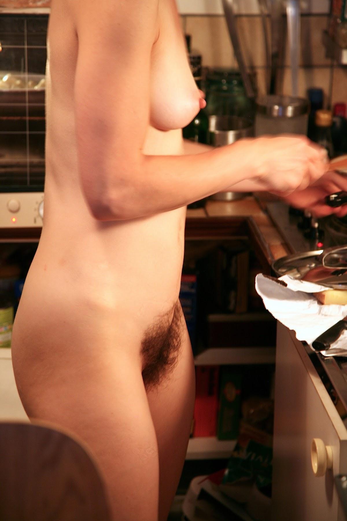 http://1.bp.blogspot.com/-q8bGyj5QgiE/Tp8d7UwXlkI/AAAAAAAADm8/CY6wHzTaEfU/s1800/kitchen+cook.jpg