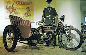 Adler V2 de 5 chevaux bicylindre en V quatre-temps