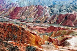 Gunung+Danxia+5 Gunung Danxia, Gunung Kaya Warna Yang Mirip Dengan Pelangi