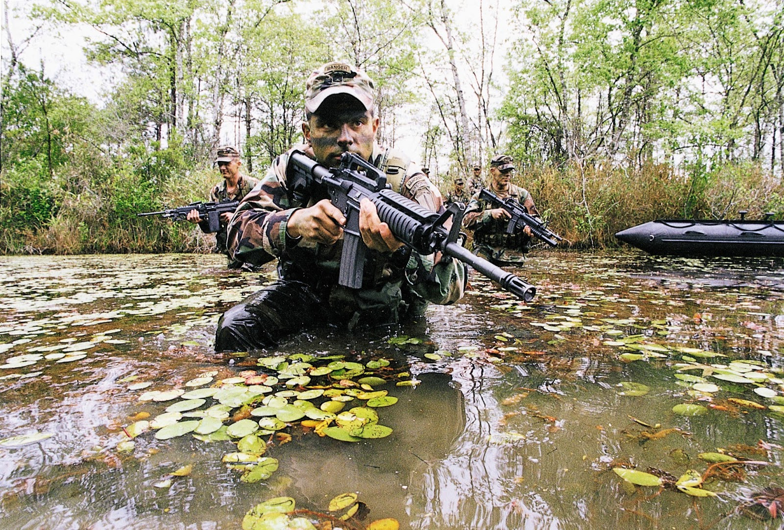 http://1.bp.blogspot.com/-q9AWXvZXtdw/VHmzQ6CGYHI/AAAAAAAADbs/RQF5r3hTjrk/s1600/Army-Rangers-Swamp-HD-Wallpaper-5737.jpg