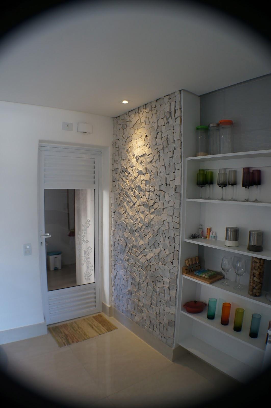 SÉRGIO: Cozinha ampla e arejada equipada com forno elétrico adega  #806A4B 1063x1600