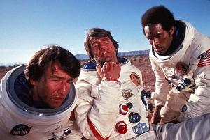 Sam Waterston, James Brolin, y O. J. Simpson en Capricornio Uno