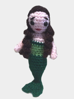 http://translate.google.es/translate?hl=es&sl=en&tl=es&u=http%3A%2F%2Fwww.lonemer.com%2F2014%2F02%2Fmyra-little-mermaid-free-amigurumi-doll.html