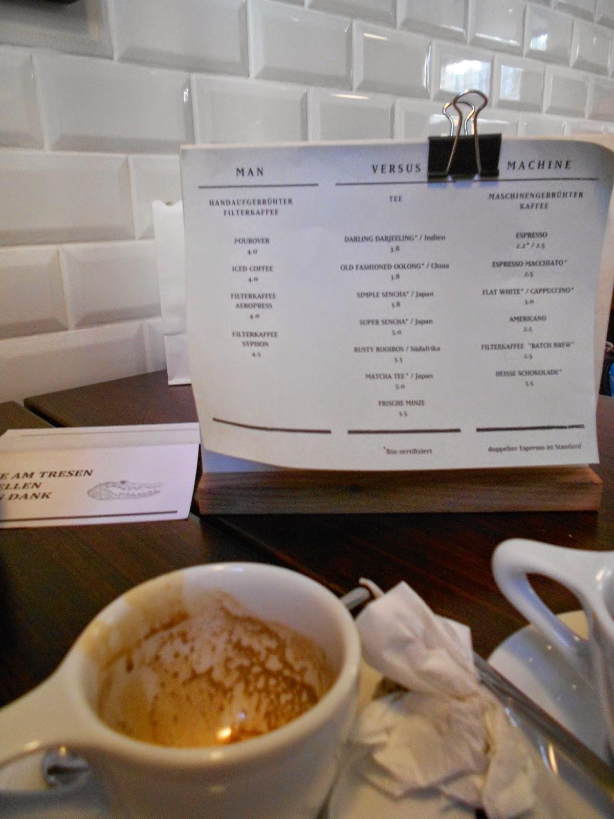 MAN VERSUS MACHINE serviert selbstgerösteten Kaffee zubereitet mit diversen Brühmethoden