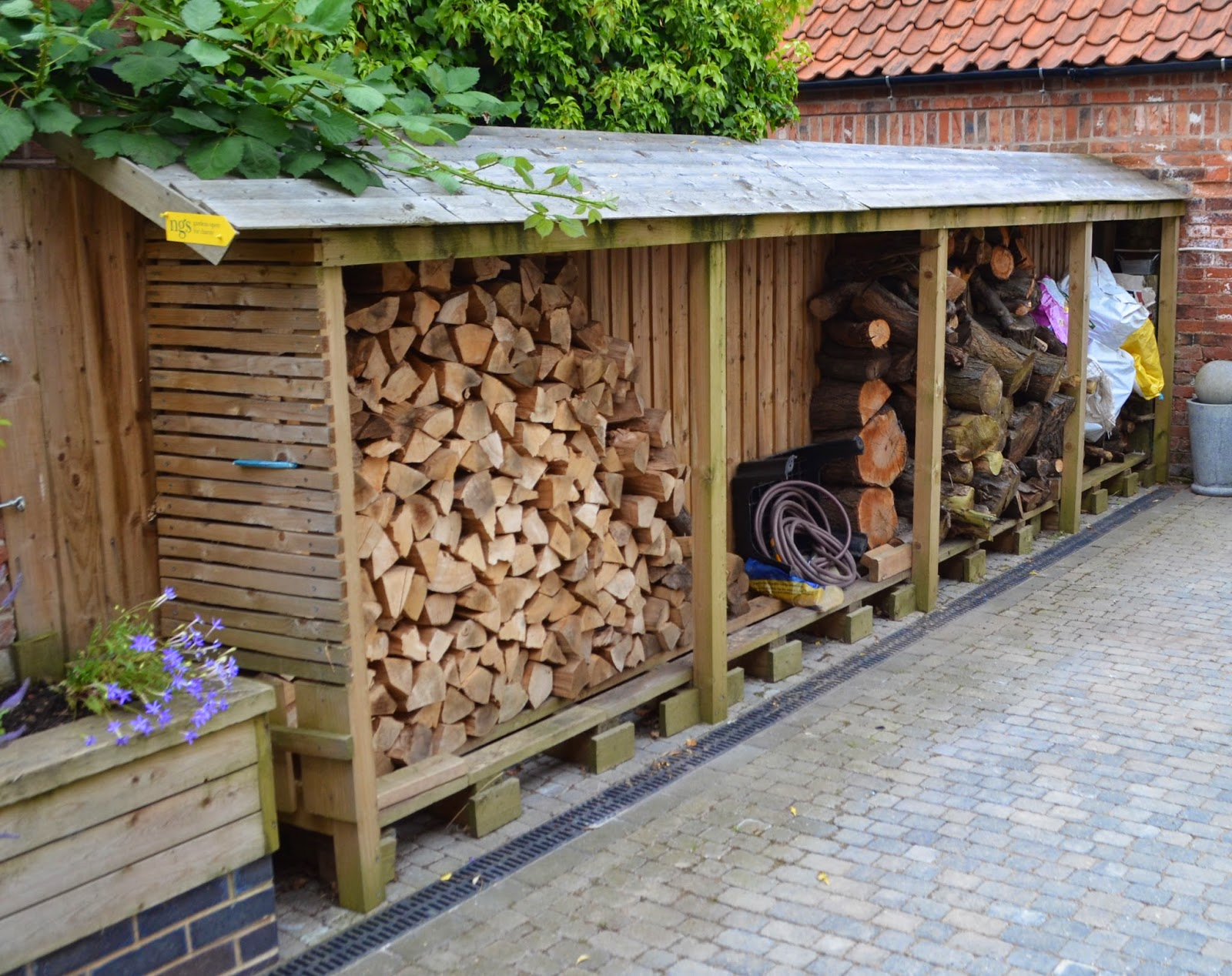 Sustainable garden kitchen garden for Log storage ideas