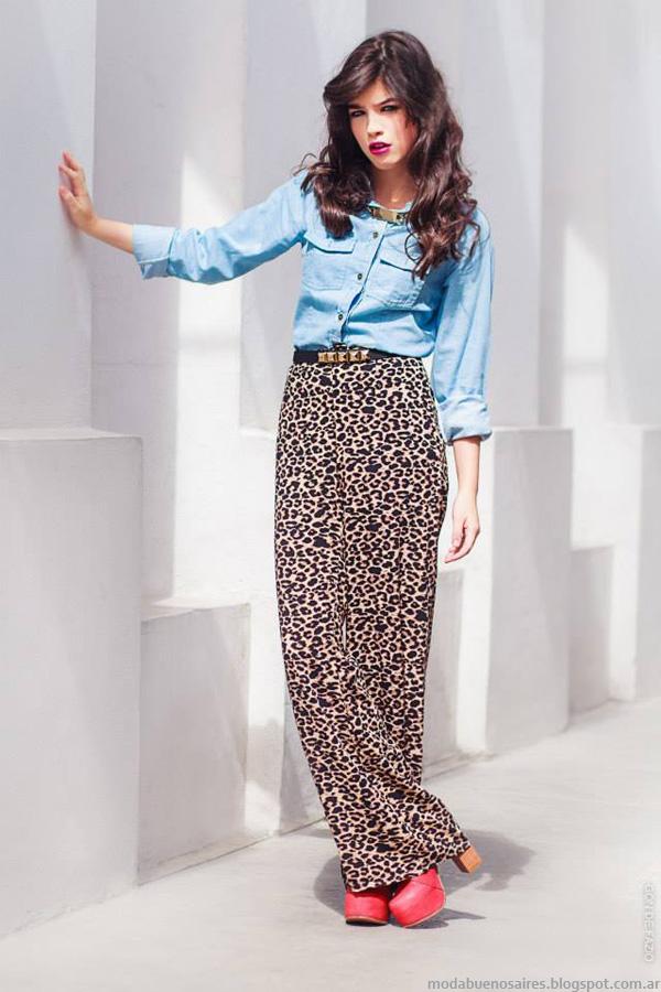 Colección Loli Pop invierno 2014, ropa de mujer, camisa en denim claro y pantalón palazzo en animal print.