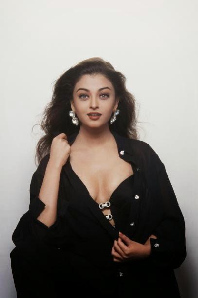 Aishwarya Rai showing her boobs