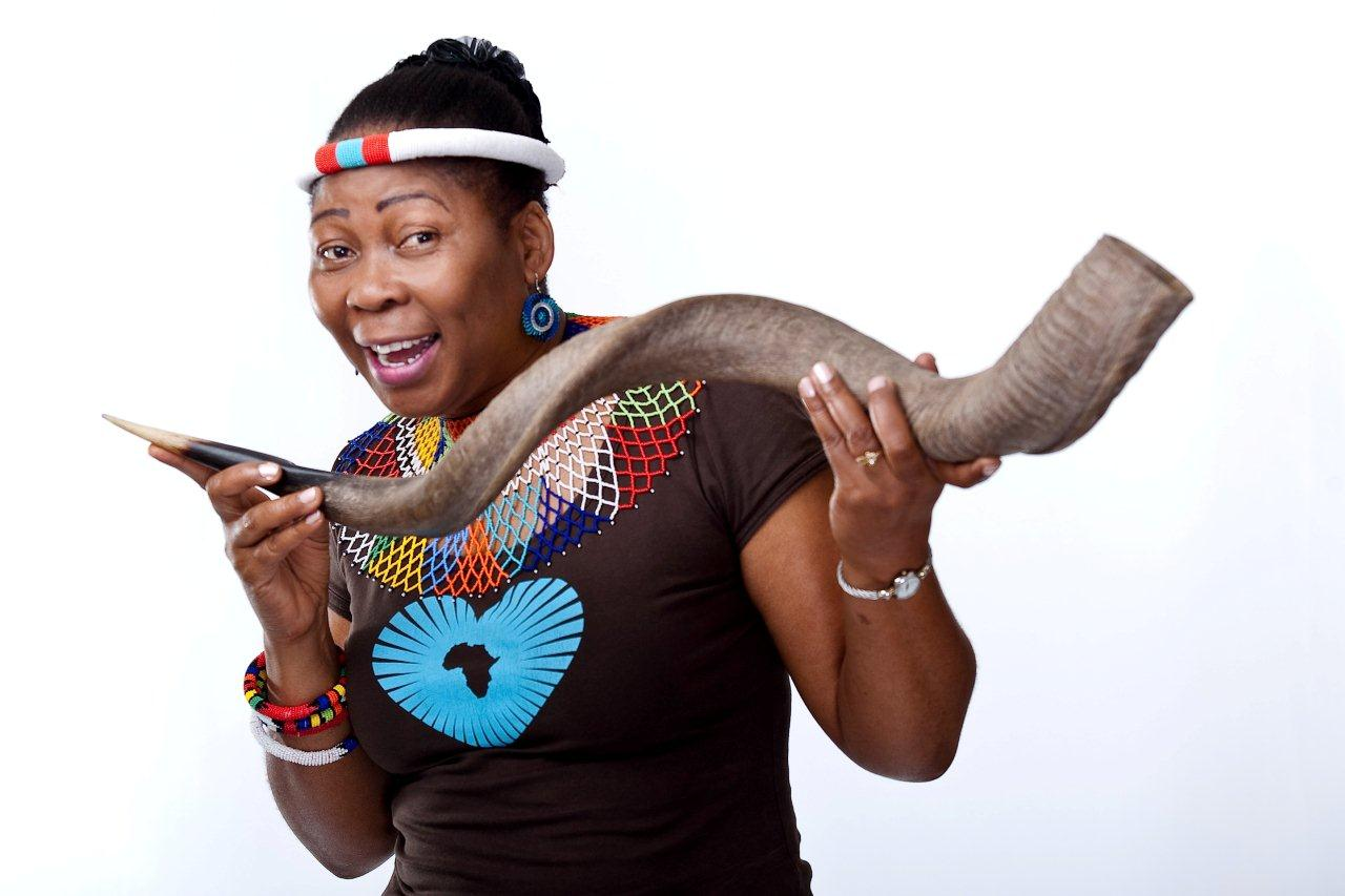 gcina mhlope Gcina mhlophe one of the best storytellers of the world gcina mhlophe is returning to europe this september and june 2014 to share with us her fascinating stories, chants, peoms about old legends, modern myths and everything else that comes to her mind.