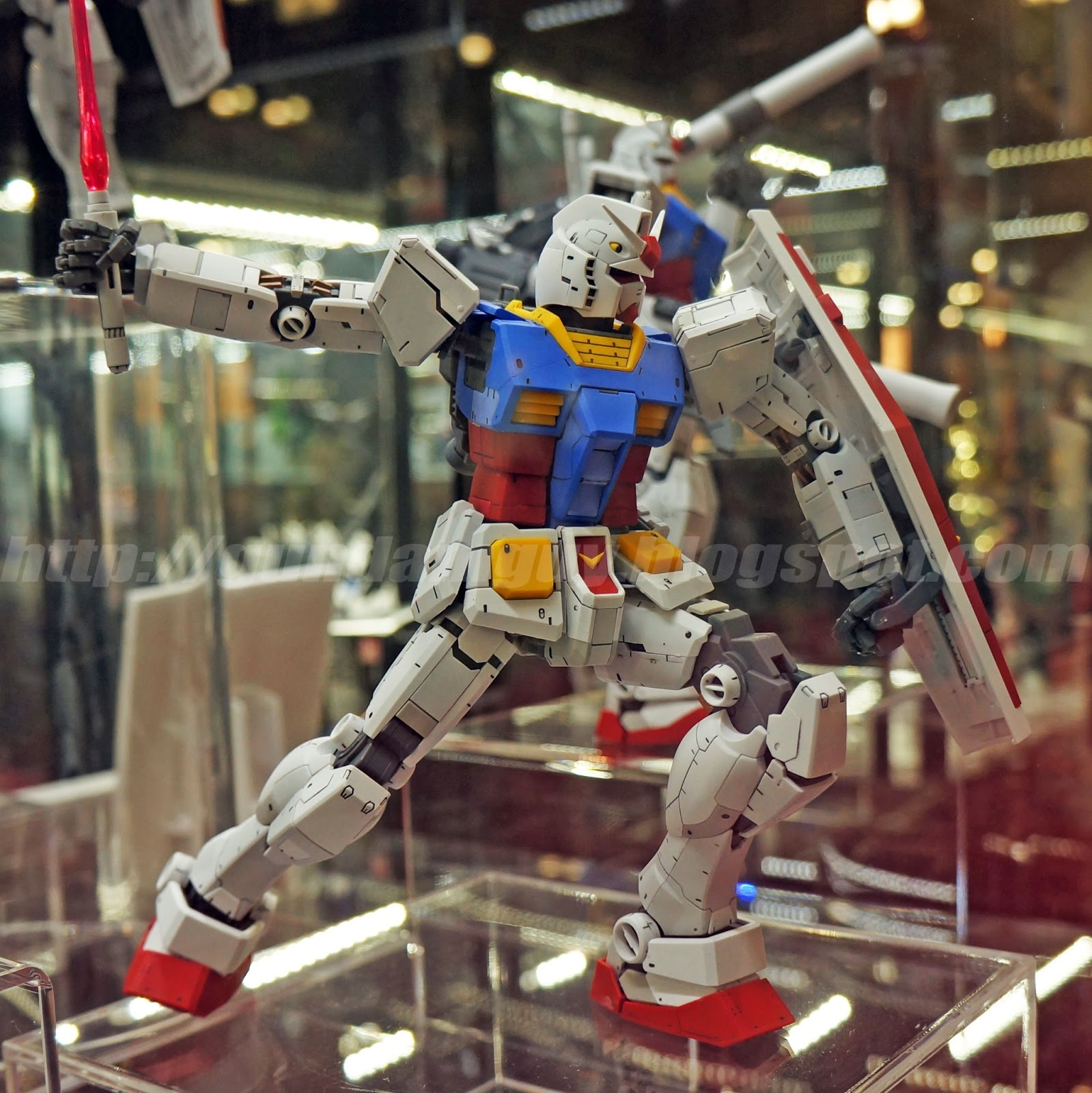 MG 1/100 RX-78-2 Gundam Ver. 3.0 - On Display Images @ AX 2013 [Updated 7/9/13]