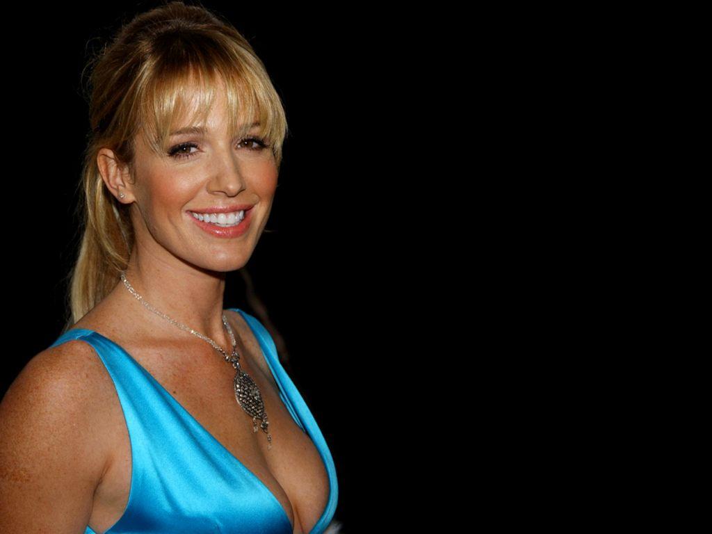 http://1.bp.blogspot.com/-qAeFfGd4o0k/TdTOTNQKXMI/AAAAAAAAQEw/5qRb6YeR7eo/s1600/australian-actress-poppy-montgomery-wallpaper+%281%29.jpg