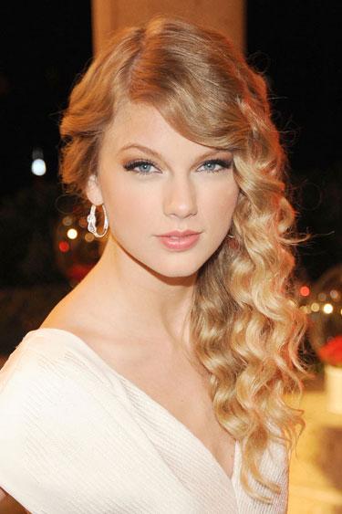 Cute : Mari Lihat Perubahan Fesyen Rambut Taylor Swift (10 Gambar)