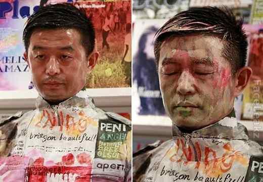 Seniman Cina Liu Bolin Menyatu dengan Rak Majalah -- foto -- seni dan budaya -- faceleakz