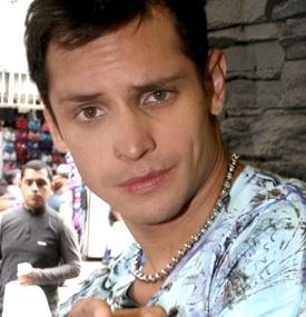Nikko Ponce y su mirada encantadora