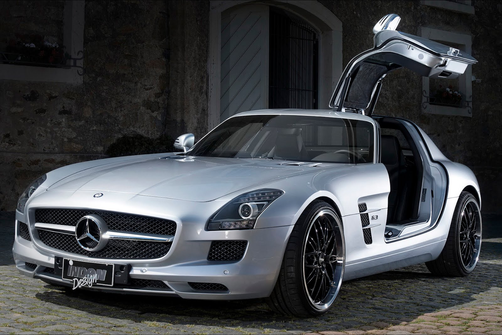mercedes benz sls amg babe autooonline magazine. Black Bedroom Furniture Sets. Home Design Ideas