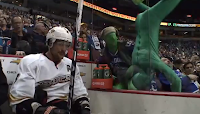 Vancover's Green Men Mess With Teemu Selanne