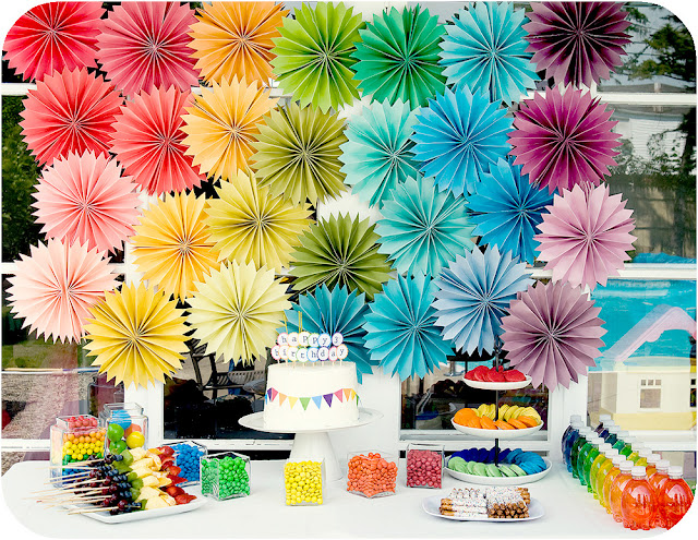 rainbow-birthday-party-table-cake.jpg