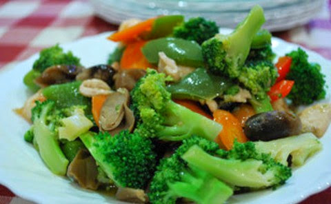 Stir Fried Vegetables with Broccoli and Mushrooms