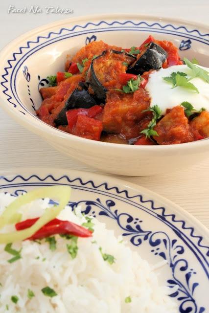 Indyjskie curry z bakłażana i papryki