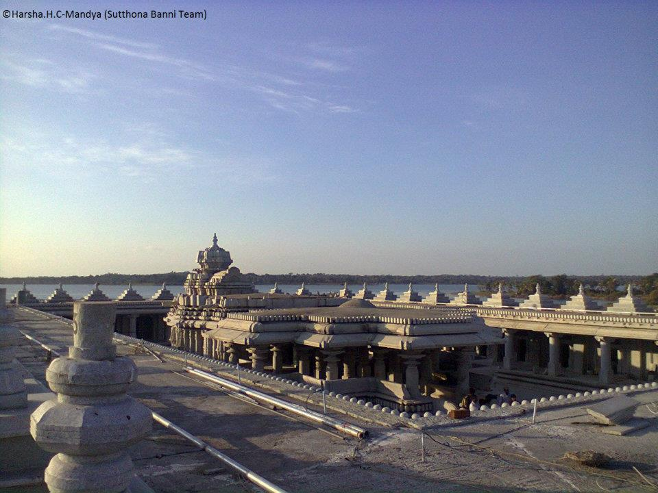 KRS Dam Water Level http://yashaswipayana.blogspot.com/2012/01/venugopalaswamy-temple-krs-back-water.html