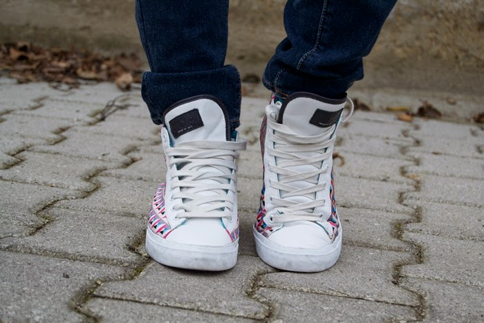 moa sneakers