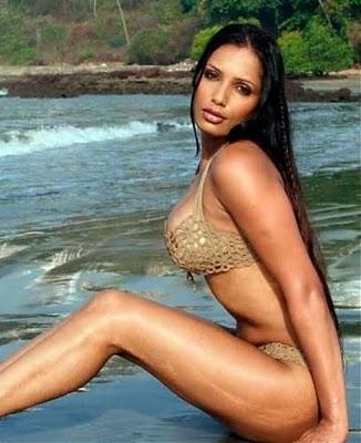 Naina Dhariwal Hot Pics
