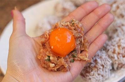 Món chiên: Thịt băm viên bọc trứng muối giòn sụn 2