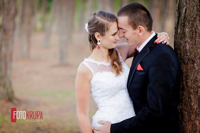 Czerwony jako kolor przewodni ślubu, biżuteria ślubna.