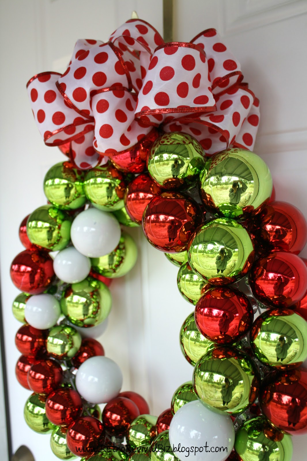 Retro revival Simple christmas wreaths