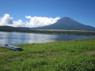 Фудзияма и озеро