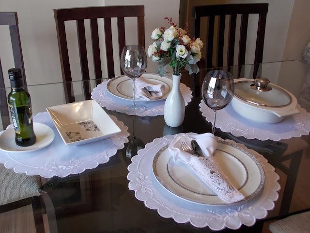 mesa posta para jantar romântico